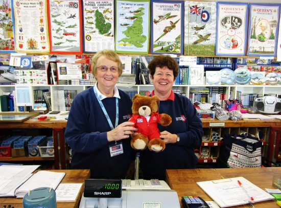 Newark-on-Trent, UK: Two of the delightful ladies with my bear 'Squadron Leader Buzz Bayley'
