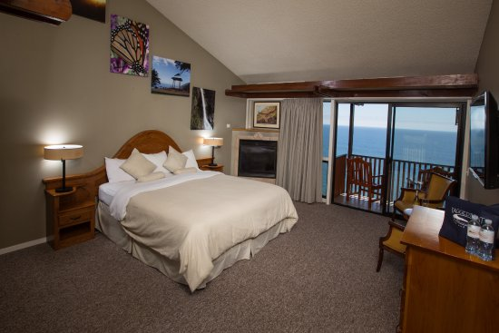 Ragged Point Inn: This is a cliffside room on the second floor
