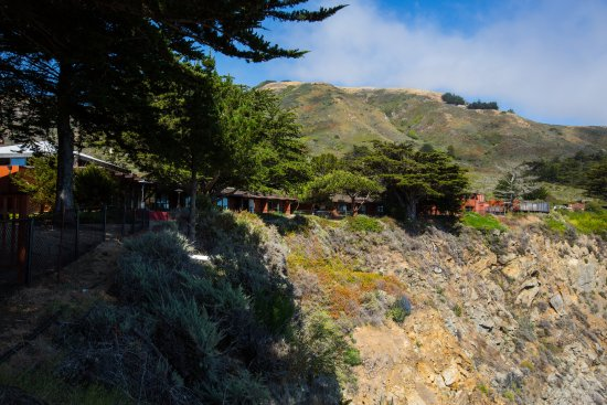 Ragged Point Inn: This image shows how are cliffside rooms are right on the cliff