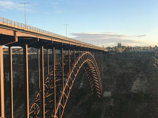 Perrine Bridge: sun shining on steel