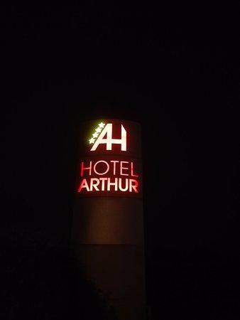 """Solignano Nuovo, Ιταλία: Insegna Hotel """"by night"""""""
