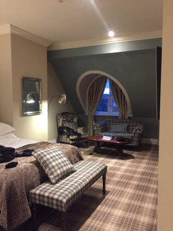 The Killarney Park Hotel: classic family room - after we moved. One of the beds and sitting area