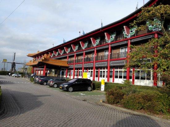 Breukelen, The Netherlands: HET PRACHTIGE EN VRIJ MODERNE HOTEL  MET VELE PARKEERGELEGENHEID