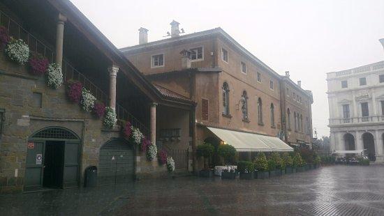 Piazza Vecchia : Más bonita si cabe con la lluvia