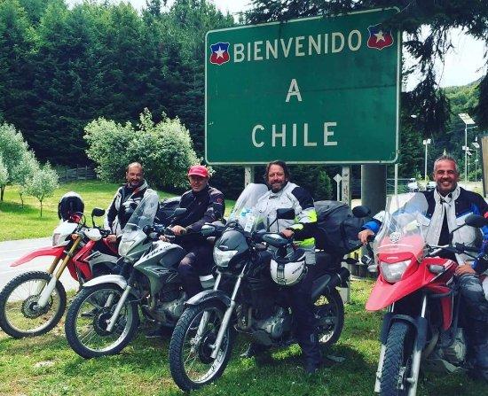 Villa La Angostura, Argentina: grupo guiado en Chile