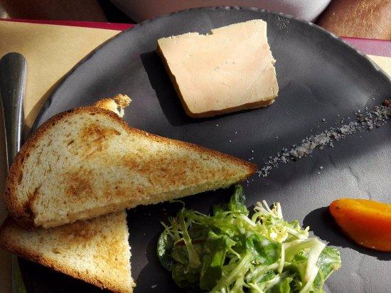 Solutre-Pouilly, France: foie gras maison mariné au vin moelleux toast de pain au lait maison