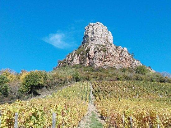 Solutre-Pouilly, France: la roche de solutré