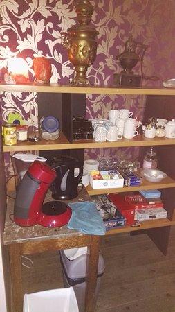 Leran, France: op de overloop koffie- en thee faciliteiten