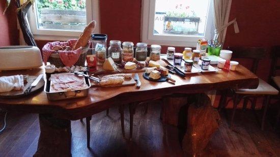 Leran, France: voor Frankrijk een ongelooflijk ontbijt, enkel voor 2 personen