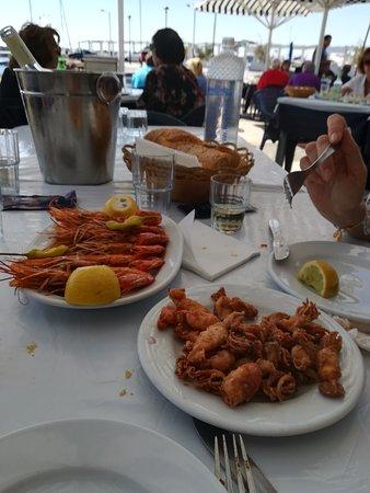 Glyfada, Hellas: Gambas y calamares