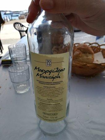 Glyfada, Hellas: Vino blanco Moscofílero. Suave y seco