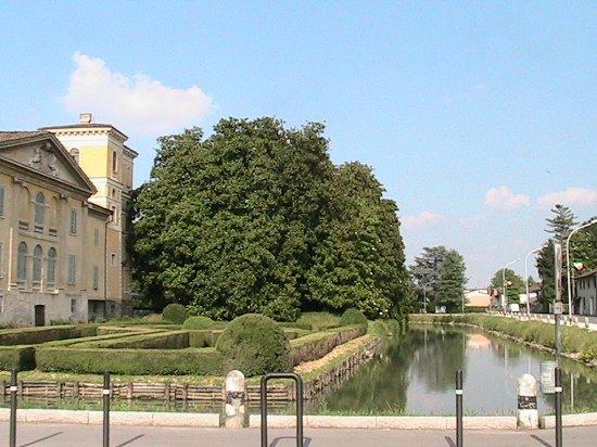 Villa Sommi Picenardi Crotti