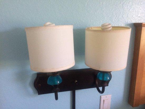 Holiday Inn Express Hotel and Suites Orlando-Lake Buena Vista South: Lamps