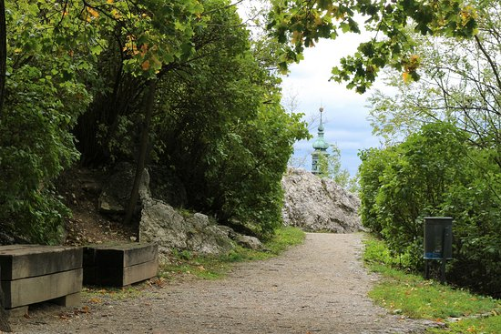 Kozi Hradek - Mikulov: walkway from Kozí hrádek