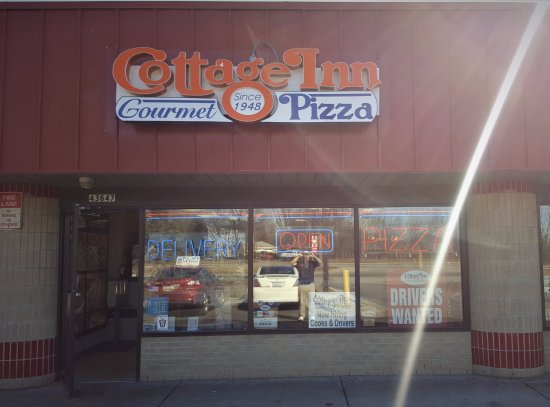Cottage Inn Pizza: Store Front
