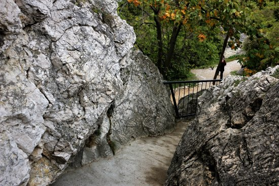 Kozi Hradek - Mikulov: walkway to Kozí hrádek