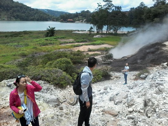 Tomohon, Endonezya: boiling water and bubling at linow lake photo by whatsapp +6281340310671 .guidejotje lala