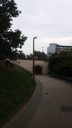 Long path with no benches leading from Lexicon to Bracknell Bus Station