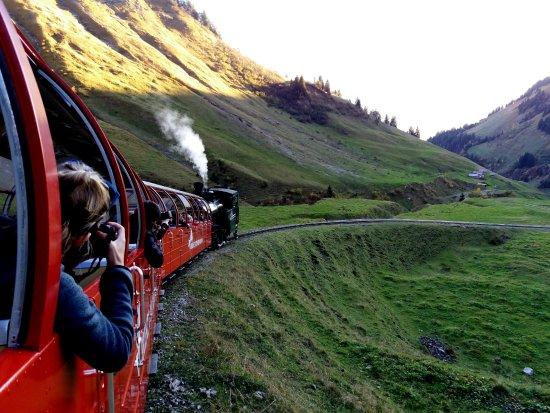 Brienz Rothorn Bahn: Паровоз возвращается на станцию