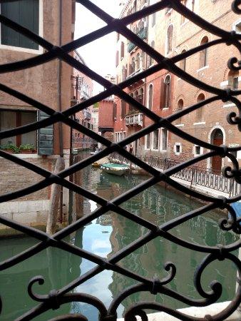 Hotel de l'Alboro : Canal view from room...