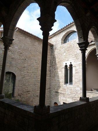 Museu Arqueologic Comarcal: Arcos en el piso Superior