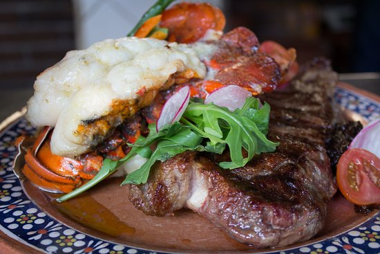 Los Tres Gallos: Our surf and Turf