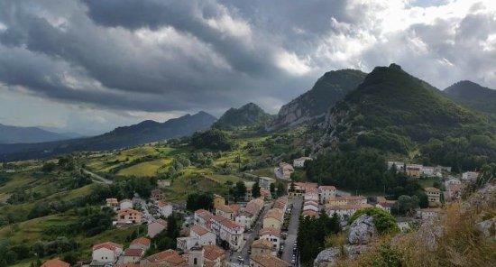 Pizzoferrato, Italy: Dalla cima della rupe