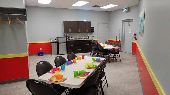 St. Albert, Canada: Party room