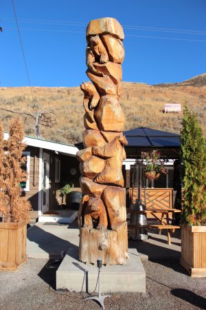 Cache Creek, Canada: welcome totem pole