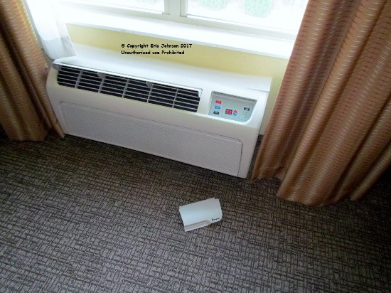 Cordele, Geórgia: A/C cover door comes off in your hand.