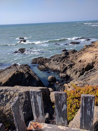 Pescadero, Kalifornien: The Ocean view from the wooden ledge in front of the Light Station