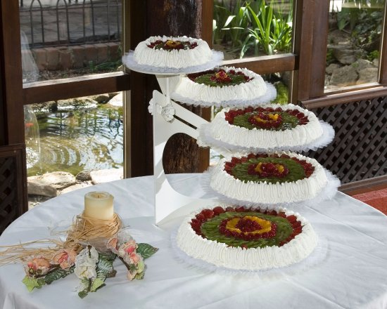 Restaurante La Hipica: Para tu boda confía en nuestros reposteros. Tenemos pastelería propia.