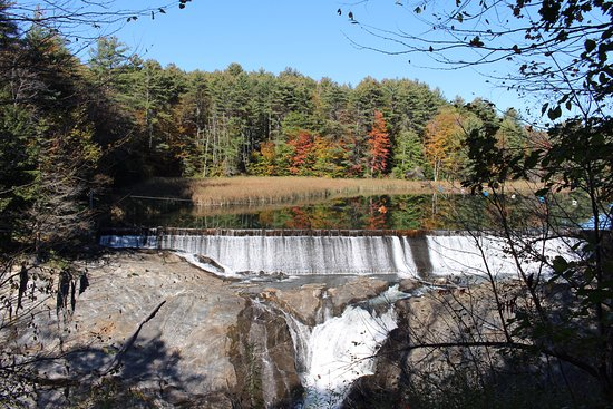 Quechee, VT: Dam from the walking trail