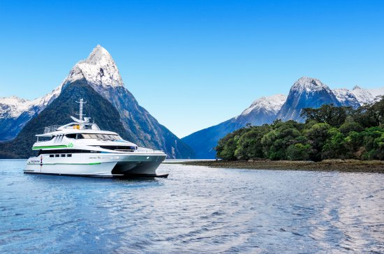Milford Sound, Selandia Baru: JUCY Cruise Premium Gem of the Sound