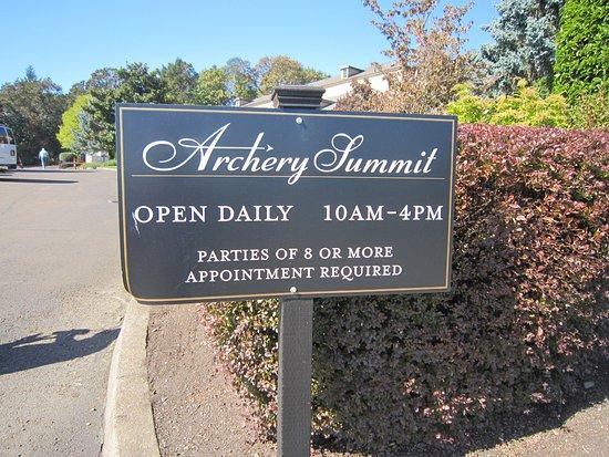 Archery Summit: Open hours