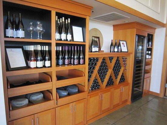 Salem, OR: Wine display