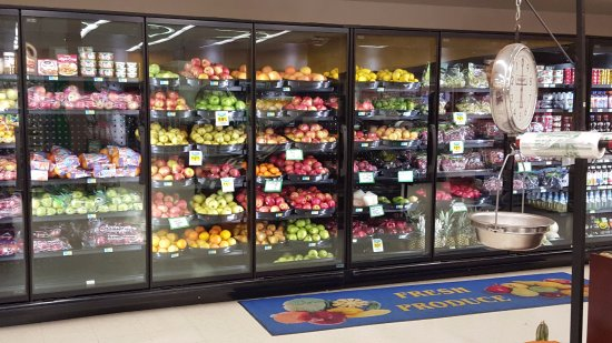 Oacoma, SD: Grocery Store -- good selection of foods
