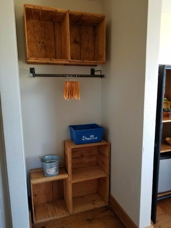 Inn At Discovery Coast: Closet Cubbies