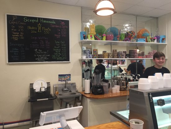 Media, PA: Cute and clean interior, good customer service and delicious homemade ice cream.