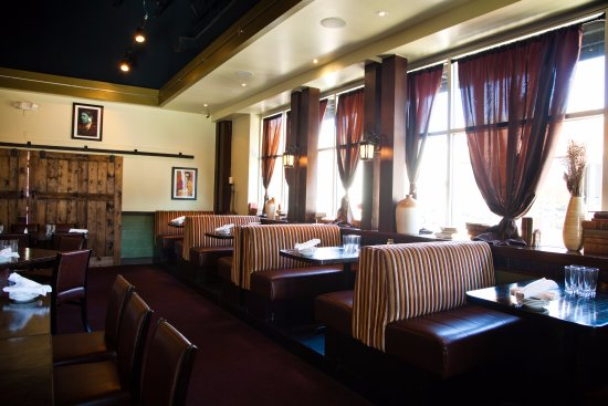 Gainesville, VA: Well Appointed Dining Rooms