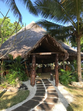 Paradise Cove Resort: Central Nakamal, or meeting place, where meals are served and space to hang out