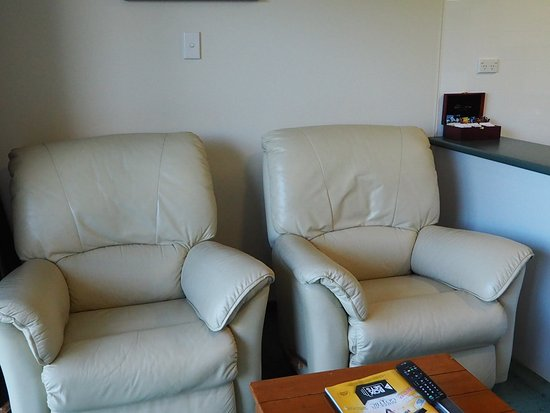 Fiordland Lakeview Motel and Apartments: Lovely recliners
