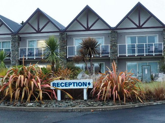 Fiordland Lakeview Motel and Apartments: Entrance