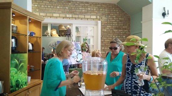 Park Ridge, IL: Wine Walk Spring 2017 in the tasting room