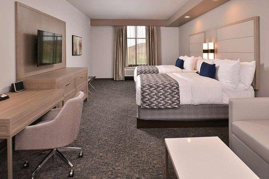 Katy, TX: 2 Queens Room