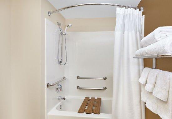 Lombard, Илинойс: Accessible Guest Bathroom