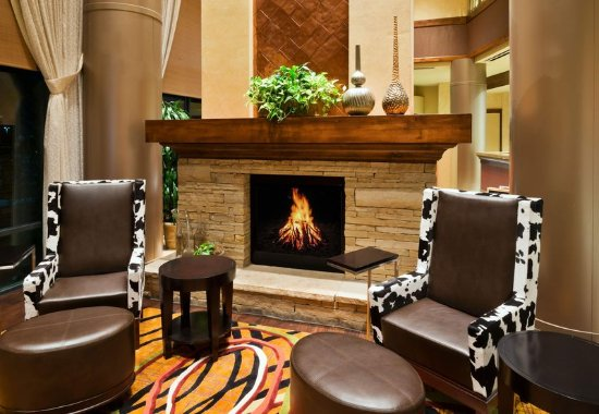 Lone Tree, Колорадо: Lobby Fireplace
