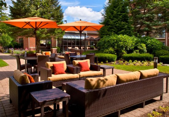 Milford, MA: Outdoor Terrace