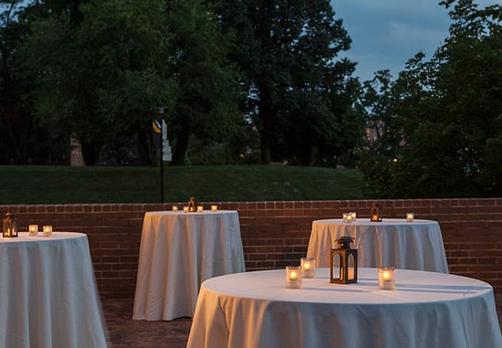 Towson University Marriott Conference Hotel: Outdoor Patio