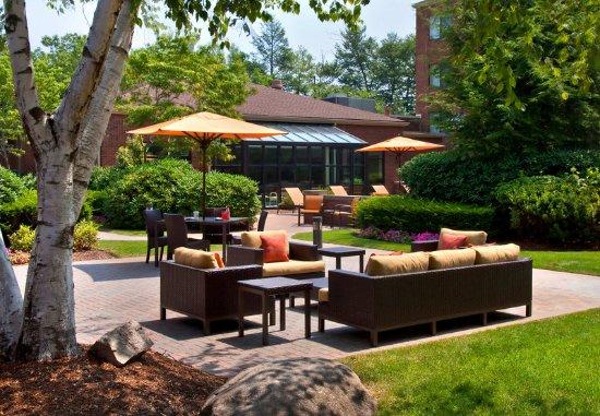 Stoughton, MA: Outdoor Terrace